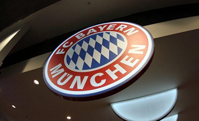 Logo des FC Bayern München in einem Fanshop Foto: über dts Nachrichtenagentur
