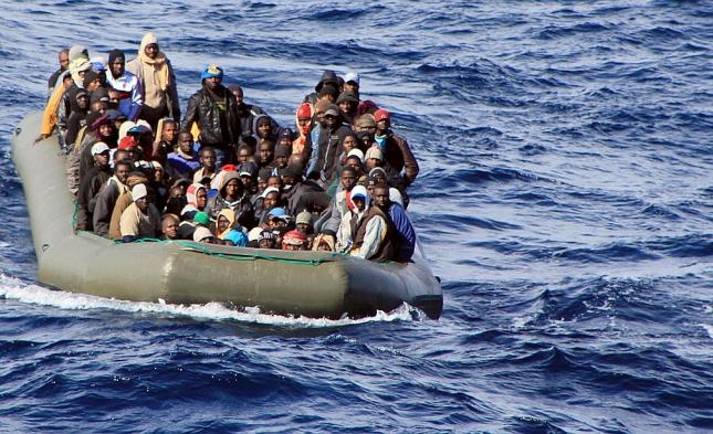 Marineinspekteur: Deutsche Marine rettete bisher 12.000 Flüchtlinge