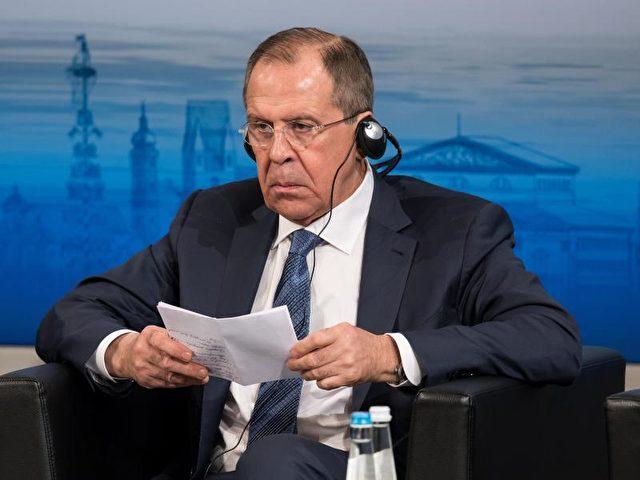 Der Außenminister von Russland, Sergej Lawrow, stellt den Erfolg des Treffens in Frage. Foto: Sven Hoppe/dpa