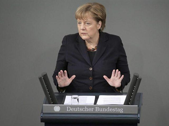 Vor dem EU-Gipfel gibt Kanzlerin Merkel im Bundestag eine Erklärung ab. Foto: Kay Nietfeld/dpa