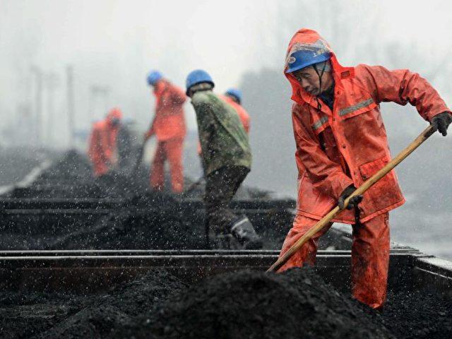 Chinas Führung will dieses Jahr etliche Kohlebergwerke schließen. Foto:Hu Guolin/dpa