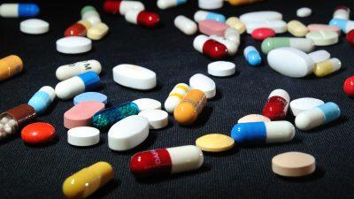 """""""Big Pharma"""" und die Milliarden: Krankenkassen zahlen jetzt 30.000 statt 3.000 Euro pro Medikament"""