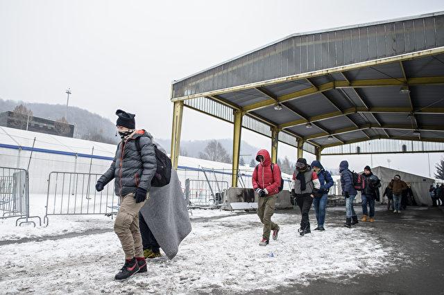 Slowenien schließt ab Mitternacht die Grenze nach Serbien und lässt nur noch Migranten einreisen, die gültige Visa und Pässe besitzen. Hier ein Bild von der Grenze Slowenien / Österreich, 5. Januar 2016 in Sentilj.  Foto: RENE GOMOLJ/AFP/Getty Images)
