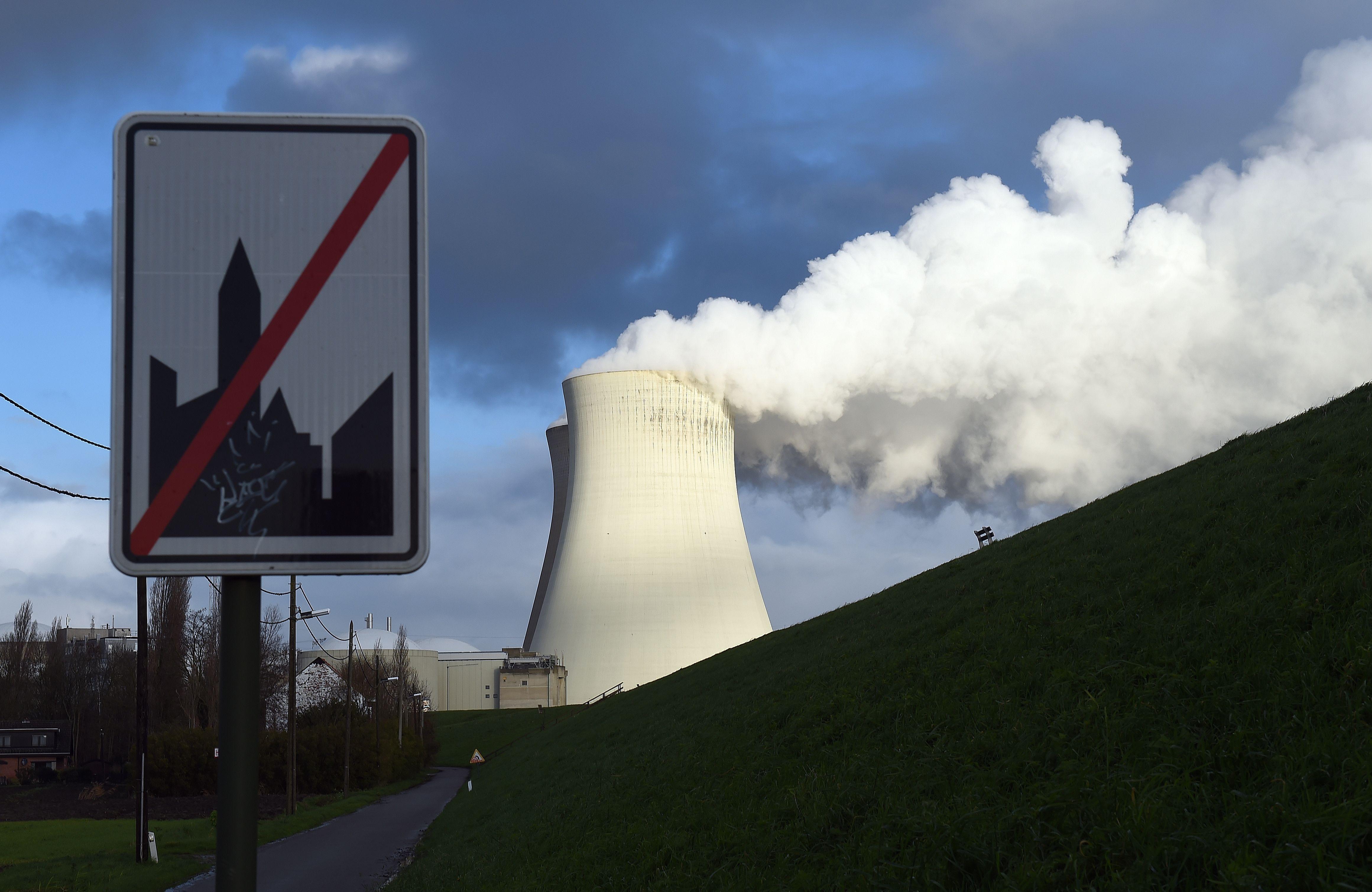 Auch Armin Laschet (CDU) nahm teil: 90-Kilometer-Menschenkette für Abschaltung belgischer Atommeiler