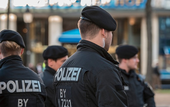 Gezielter Terror-Angriff in Hannover: ISIS-Anhängerin (15) rammte Polizisten Messer in den Hals