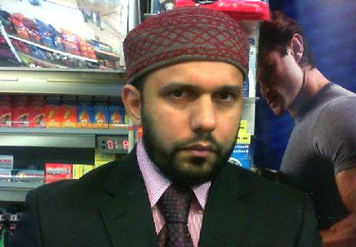 Kiosk-Besitzer Asad Shah postete öfter Videos, in denen er zu Liebe und Frieden aufrief. Foto: Screenshot Youtube