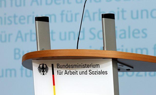 Rednerpult im Bundesministerium für Arbeit und Soziales Foto: über dts Nachrichtenagentur