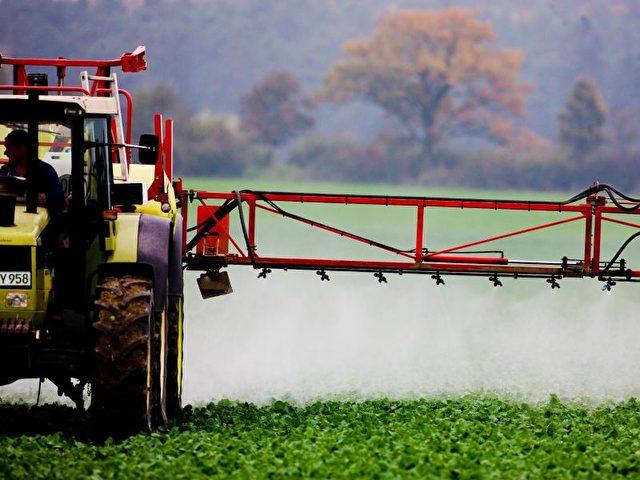 Pestizide der Landwirtschaft verbreiten sich kilometerweit durch die Luft