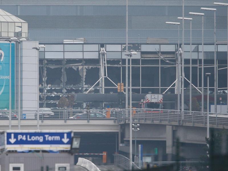 Flughafen bleibt geschlossen – Bahn fährt wieder