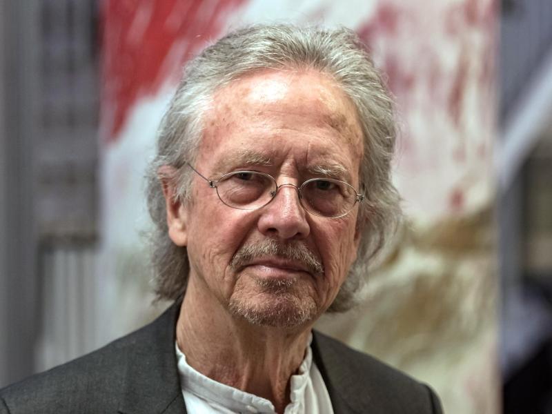 """Europäische Werte? A****löcher!"" – Peter Handkes Weg vom ""Kleinhäuslersohn"" zum Nobelpreisträger"