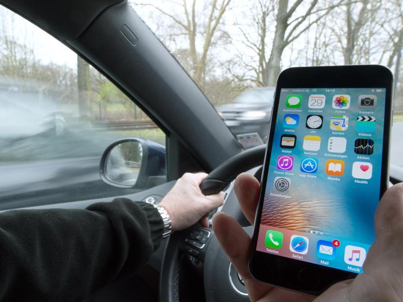 Polizei:Ablenkung durch Smartphone ist Hauptunfallursache