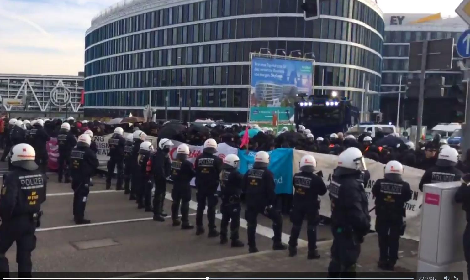 Demo vor AfD-Parteitag Stuttgarter Messe: Live-Ticker – Parteitag beginnt verspätet – Hunderte Demonstranten festgesetzt