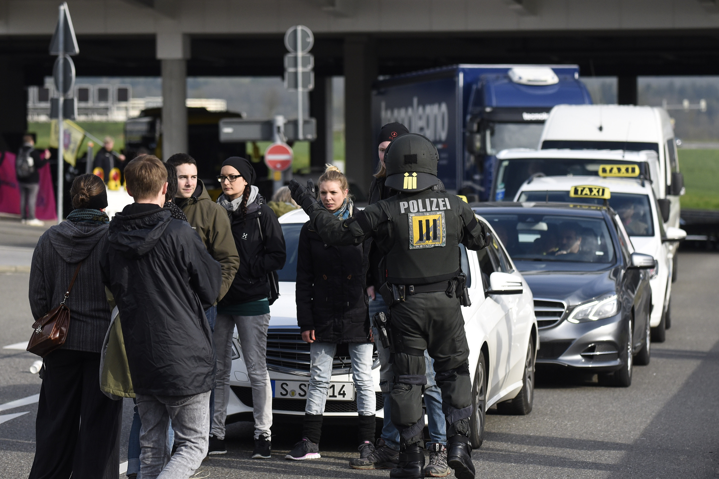 NRW-Innenminister: Streifenpolizisten sollen Attentäter stoppen