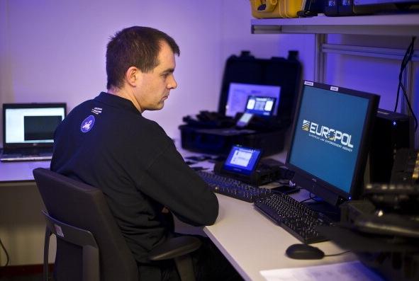 Europol sucht flüchtige Schwerverbrecher per Adventskalender