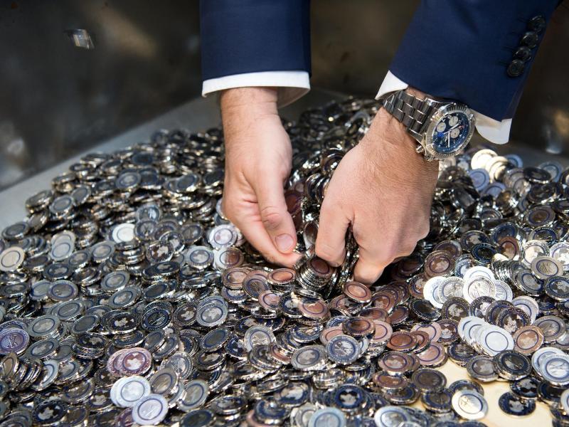 So Sehen Sie Aus Die Neuen Fünf Euro Münzen Durch Einen