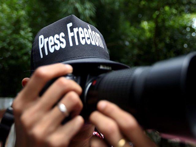 In allen Weltregionen ist laut Reporter ohne Grenzen ein Rückgang der Freiräume für Medien zu beobachten. Deutschland verschlechterte sich in der aktuellen Rangliste der Pressefreiheit um vier Plätze. Foto:Nyein Chan Naing/dpa