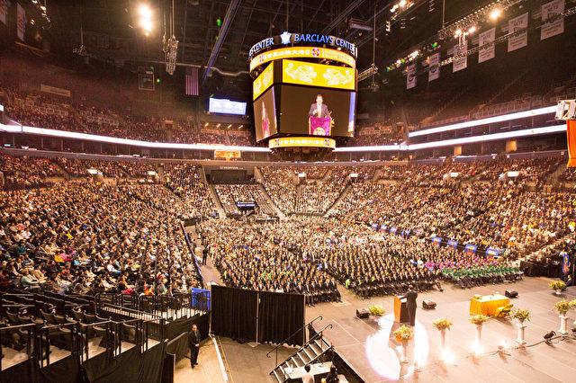 Nahezu 10.000 Praktizierende nahmen an der Konferenz am 15. Mai 2016 teil.