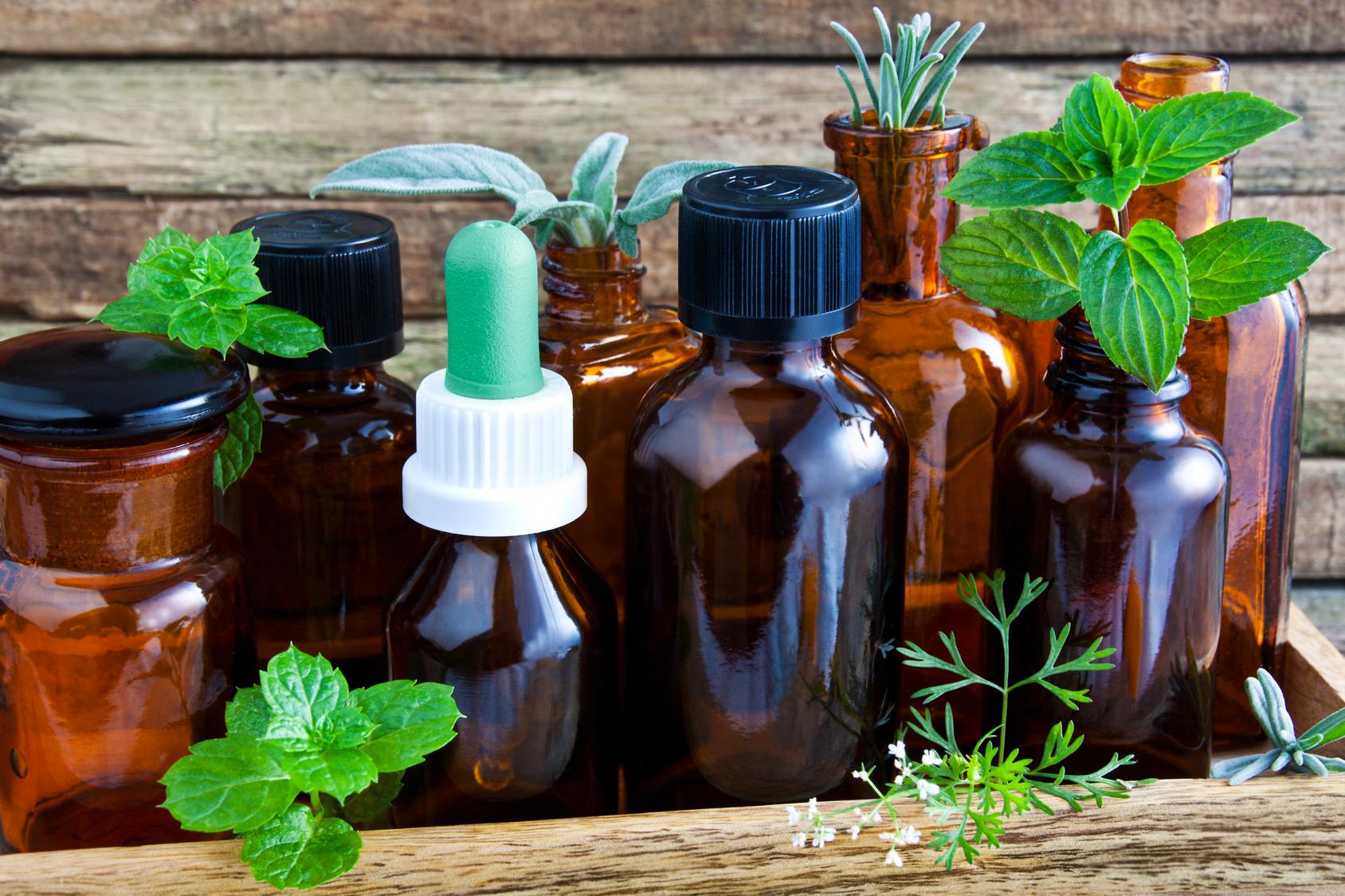 Erkältungszeit: Mit 8 ätherischen Ölen Halsschmerzen schneller beseitigen