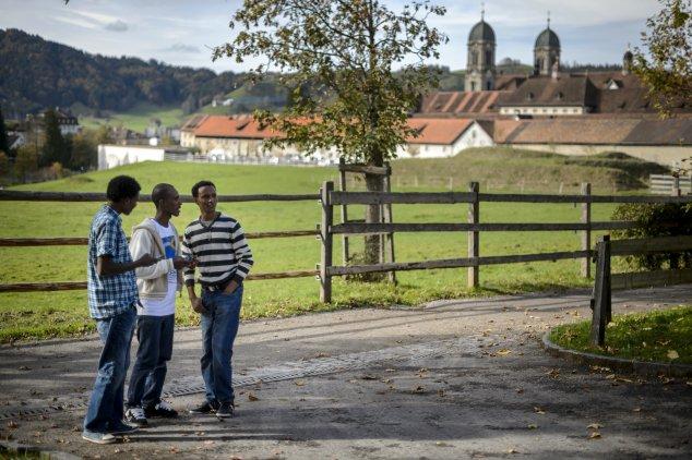 Symbolfoto: Asylbewerber aus Eritrea im Kloster Einsiedeln in der Schweiz, Oktober 2014. Foto: FABRICE COFFRINI/AFP/Getty Images