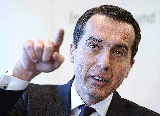 Österreichs SPÖ-Bundeskanzler  Christian Kern gewinnt an Beliebtheit, während seine Partei weiter verliert und die FPÖ Rekord-Zustimmung erhält.  Foto: HANS KLAUS TECHT / AFP / Getty Images