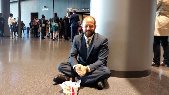 Joe Knox, ein Schullehrer in San Diego, sitzt in der Lobby der New York Erfahrungsaustausch-Konferenz am 15. Mai 2016.