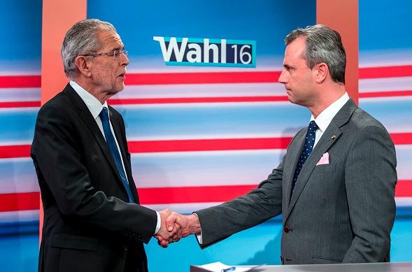 Der neue österreichische Bundespräsident Alexander Van der Bellen und Norbert Hofer Foto: Jan Hetfleisch/Getty Images