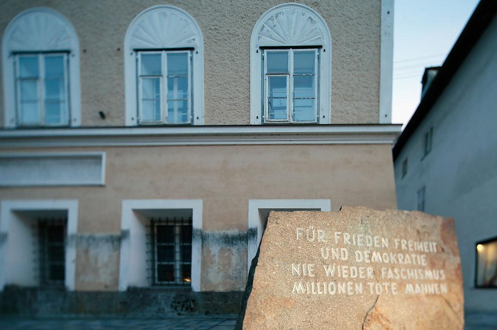 Österreichs Innenminister: Hitlers Geburtshaus muss weg!