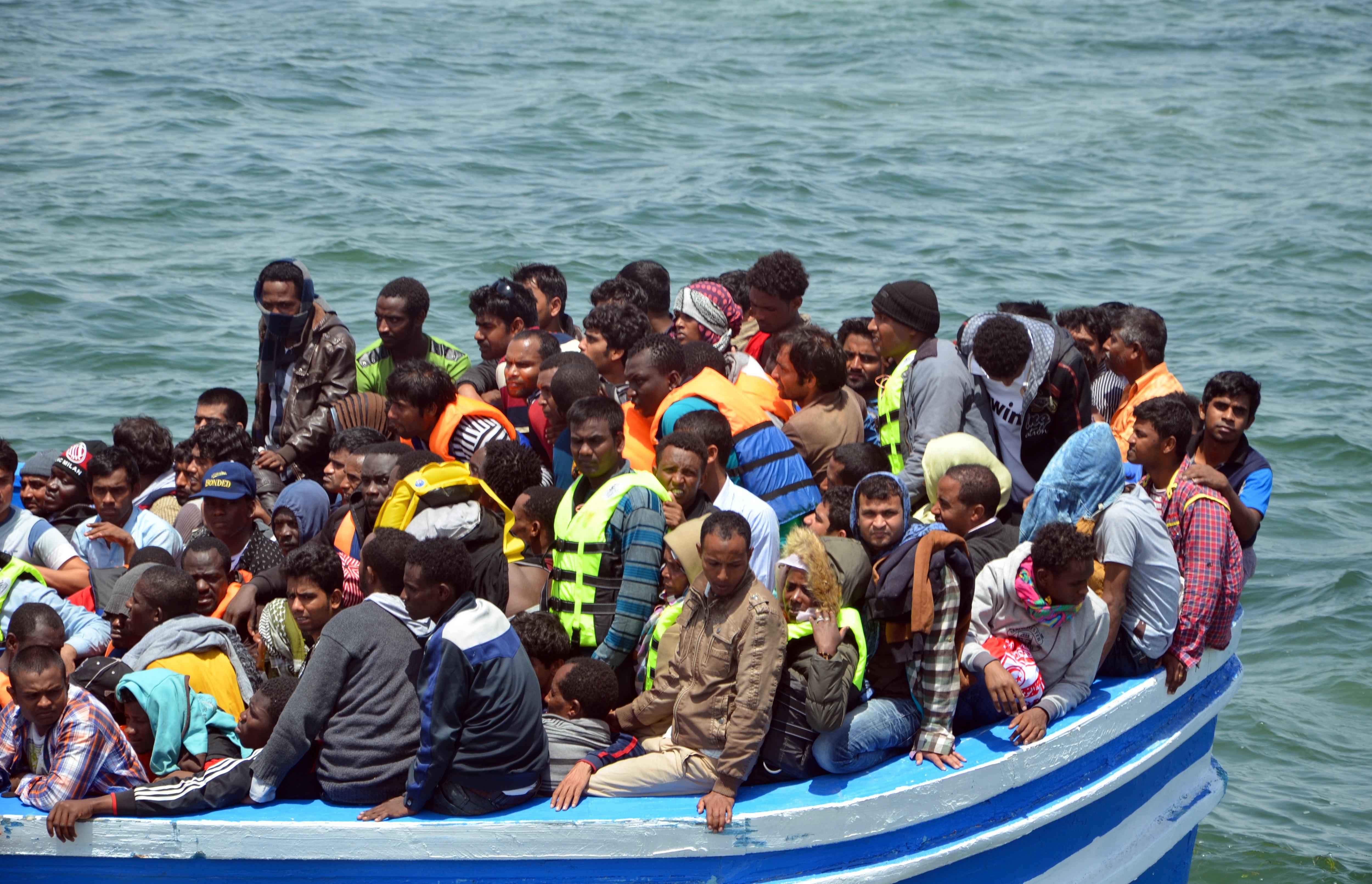 Afrikas Füchtlingswelle: Italien appelliert an EU und rüstet gegen Straßenschlachten