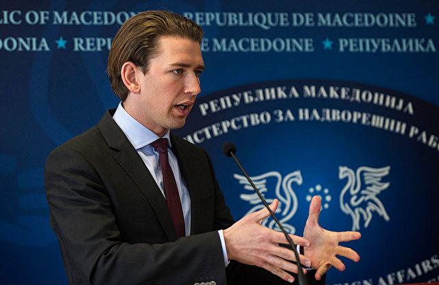 Der österreichische Außenminister Sebastian Kurz während einer Pressekonferenz in Skopje am 12. Februar 2016. Foto: ROBERT ATANASOVSKI / AFP / Getty Images lesen