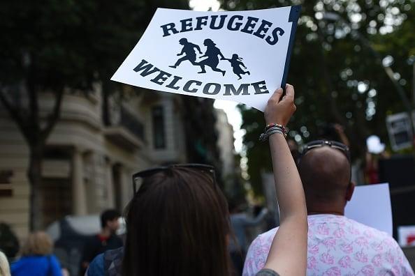 Ein junger deutscher Informatikstudent erkennt im engen Kontakt mit Flüchtlingen das wahre Gesicht der Refugee-Welcome-Show. Foto: JOSEP LAGO/AFP/Getty Images (Symbolbild)