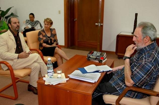 Daniel Estulin bei einem Treffen mit dem ehemaligen kubanischen Führer Fidel Castro.