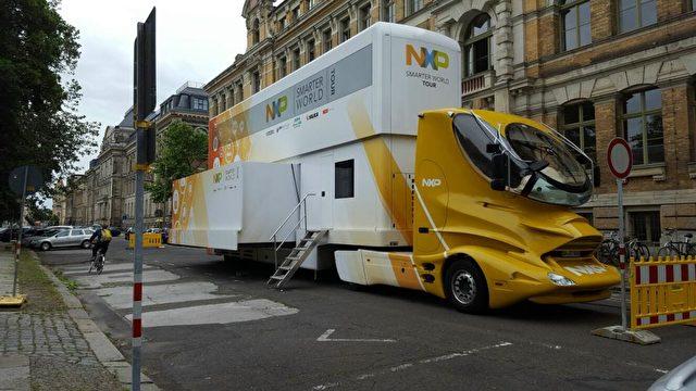 Am 16.06.2016 wurde in Leipzig ein futuristisch aussehender, gelber LKW der Firma NXP gesichtet.    Foto: Über macht-steuert-wissen.de