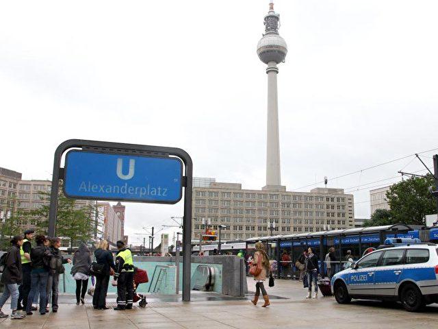 Am Alexanderplatz kommt es immer wieder zu heftigen Gewalttaten. Foto: Wolfgang Kumm/Archiv/dpa