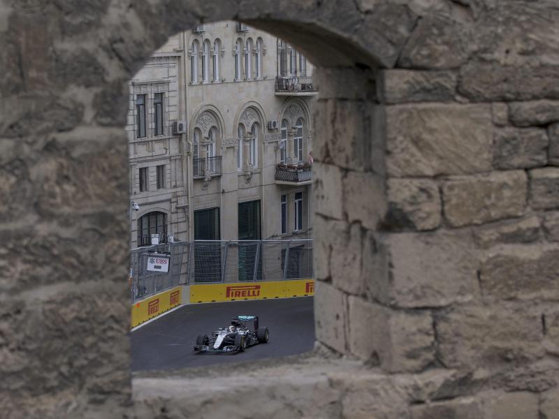 Hamilton auch im Abschlusstraining von Baku Schnellster