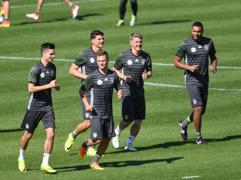 Löw-Team startet Vorbereitung für Nordirland-Match