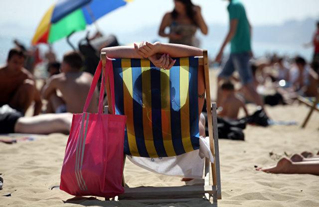 Sonnencreme gehört in den Ferien einfach dazu. Aber es gibt noch schlauere Alternativen. Foto: Matt Cardy / Getty Images