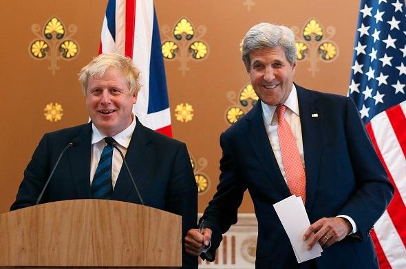 Der britische Außenminister Boris Johnson (L) und sein US-Amtskollege John Kerry am 19. Juli in London Foto: WPA/Getty Images