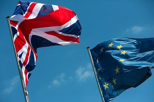 Die Nationalflagge von Großbritannien und die EU-Flagge Foto: Adam Berry/Getty Images