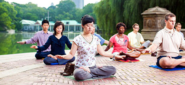 Falun Gong-Meditation im Park Foto: fofg.org