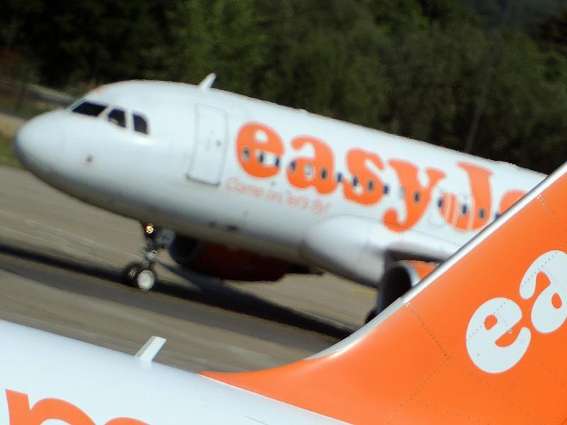 Abschiebungs-Drama bei EasyJet: Aggressiver Mann versetzt uninformierte Passagiere in Panik (Audio)
