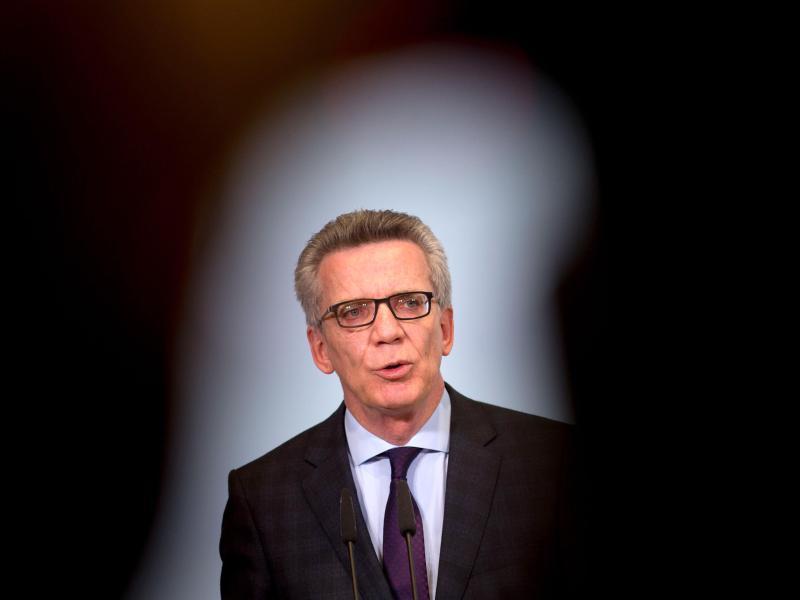 """De Maizière hält """"Angriff auf Stromversorgung für am wahrscheinlichsten"""""""