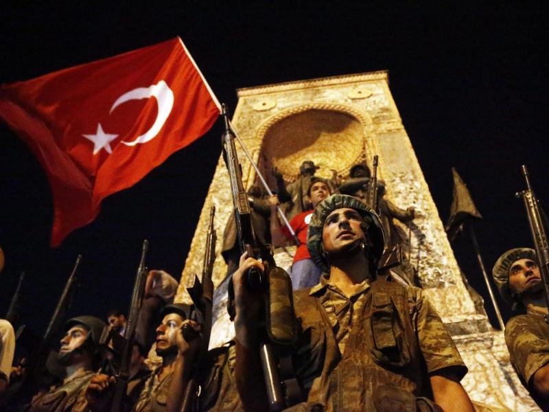 """Türkei erklärt 15. Juli zum """"Gedenktag für Märtyrer"""" – es begann die große Säuberung"""