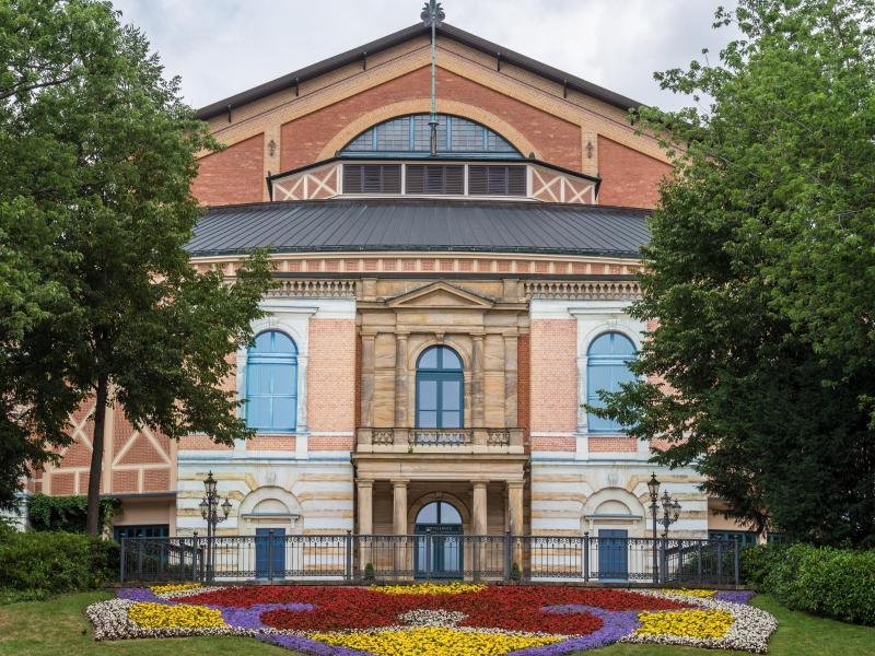 Bayreuther Festspiele starten – eingezäunt und mit Sonderausweis