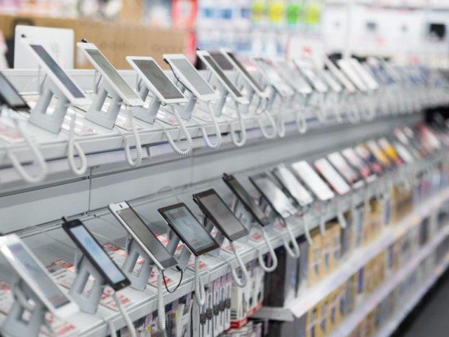 ARM-Technologie steckt in fast in allen Smartphones und Tablets. Foto: Armin Weigel/Archiv/dpa