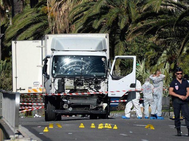 Mindestens 84 Menschen sollen beim Angriff des LKWs auf die Strandpromenade getötet worden sein. Foto: Andreas Gebert/dpa Foto: Andreas Gebert/dpa