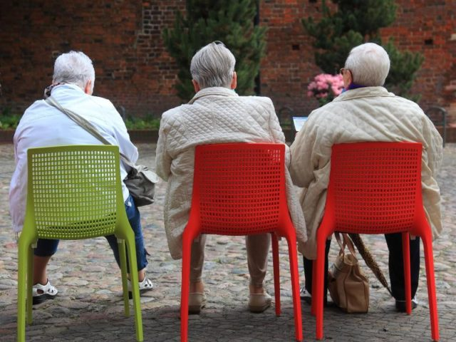 Laut Daten beziehen Ruheständler so lange Rente wie noch nie zuvor. Foto: Jens Wolf/dpa