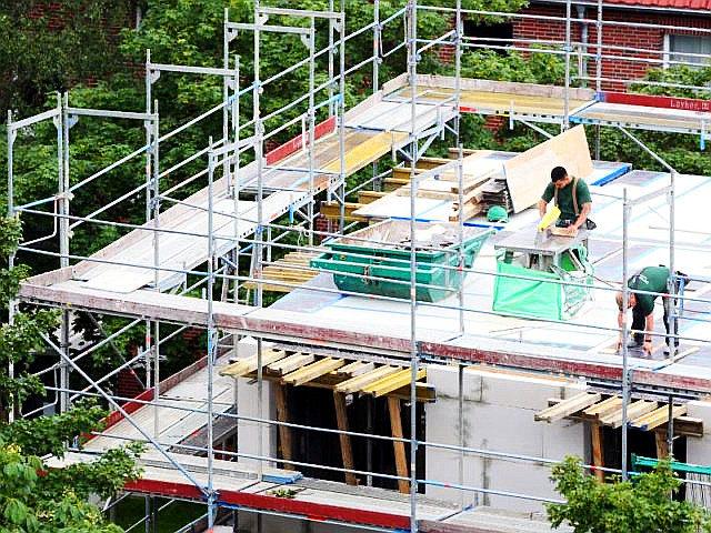 Baustelle_eines_Mehrfamilienhauses_in_Hamburg___Die_Branche_boomt__Foto__Bodo_Marks_Archiv_dpa-640x480