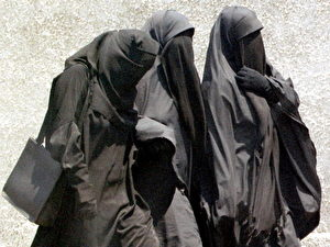Moslem girls in Egypt wearing the niqab, or full face veil, walk to Friday prayers at a mosque in Cairo, 23 July 1999. A top Egyptian court has banned schoolgirls from wearing the niqab, ending a five-year legal battle between Islamic fundamentalist lawyers and the education ministry. (Photo credit should read AMR NABIL/AFP/Getty Images)