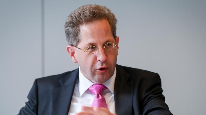 """Seehofer bescheinigt Maaßen """"gute Arbeit"""" beim Verfassungsschutz"""