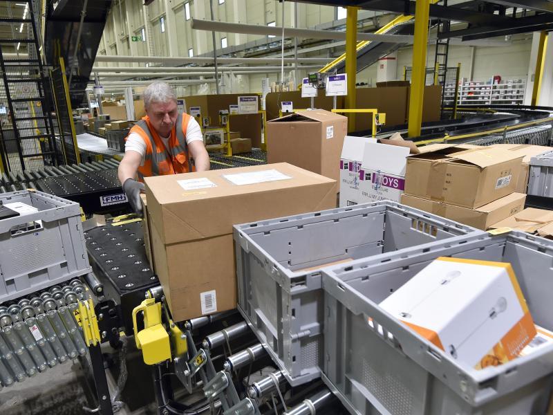 Amazon sucht 13 000 Saisonarbeiter für das Weihnachtsgeschäft